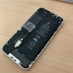 〔më〕iPhone4のバッテリーを外しました!!